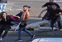 Photo of بالصور: اعتداء مناصري حزب الله على المتظاهرين
