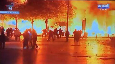 Photo of بالفيديو: حرق الخيم في وسط بيروت