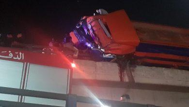 Photo of بالصور: قتيل بانقلاب صهريج على طريق المطار